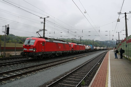 193336-6 DB & 193333-2 DB with 1216008-3 OBB on the rear pass Kundl Bahnhof Austria 150519