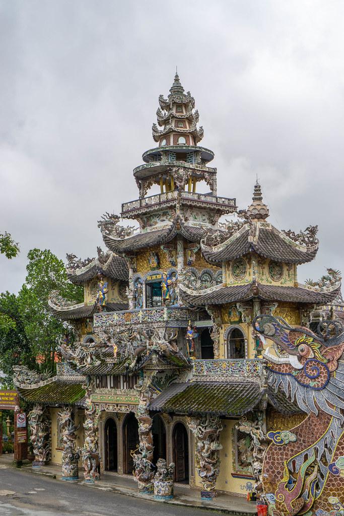 Linh Phuoc Pagode mit vielen Verzierungen und Mosaik-Kunst in Da Lat, Vietnam