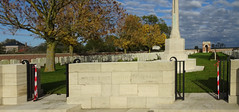 Aubers Ridge British Cemetery (1) - Photo of Herlies