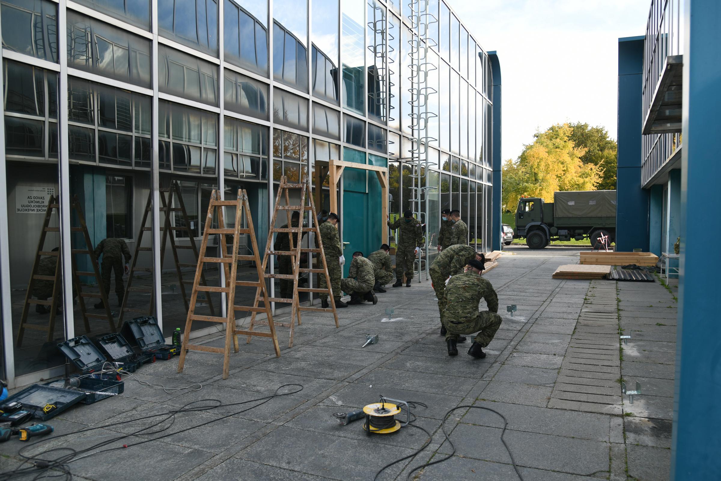 Hrvatska vojska sagradila natkriveni prolaz između objekata u KB Dubrava