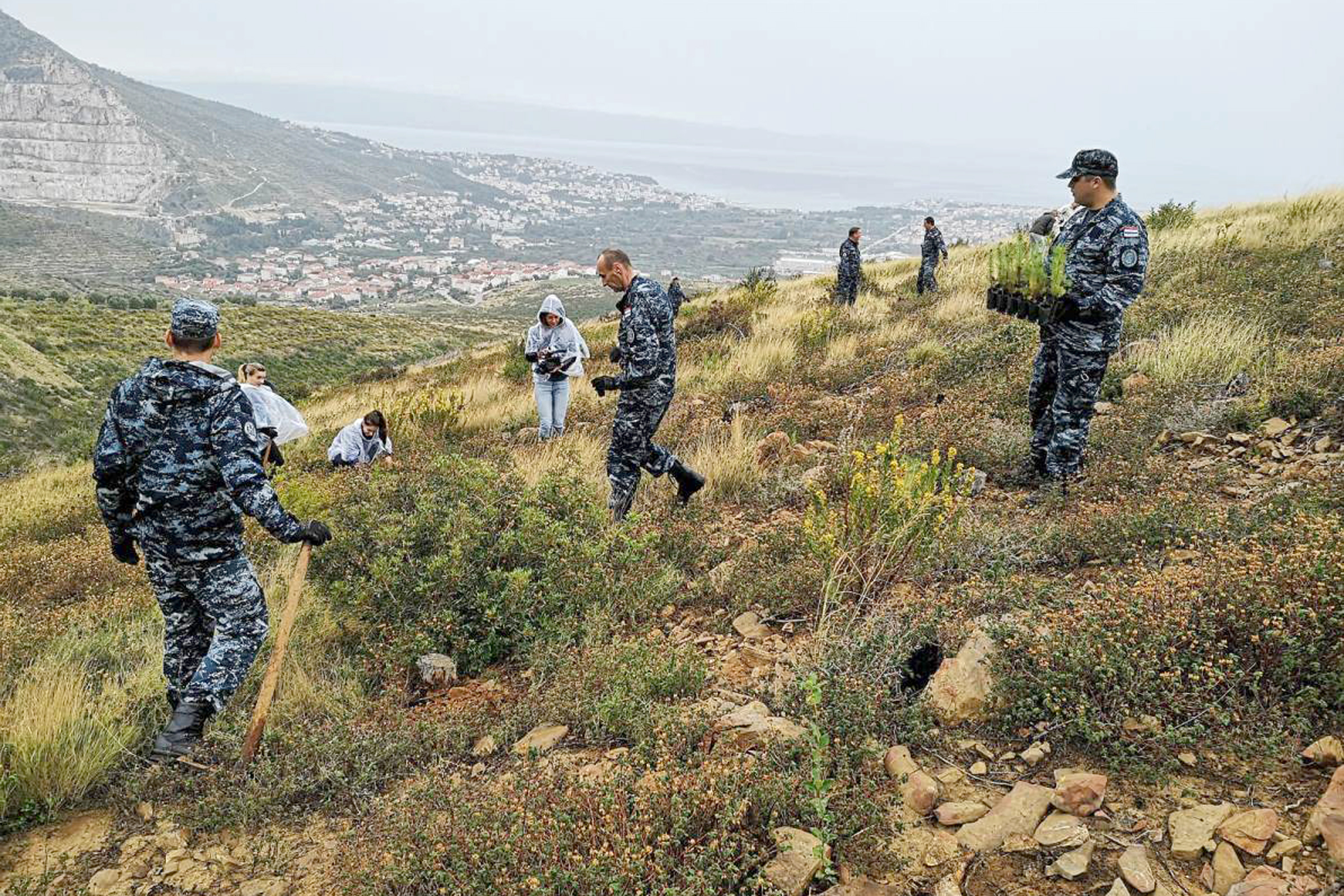 Pripadnici HRM-a sudjelovali u akciji pošumljavanja
