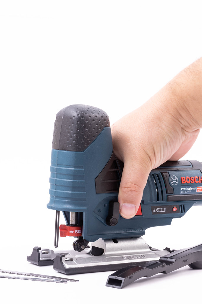 Bosch Jigsaw with Accu battery in the hand