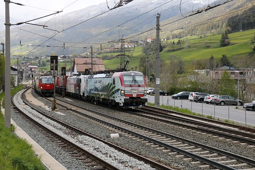 193773-9 LM & 186443-8 LM pass 1293014-7 OBB with 1016023-4 OBB on the rear at Matrei am Brenner Austria 140519