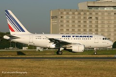 F-GUGB_A318_Air France_old cs