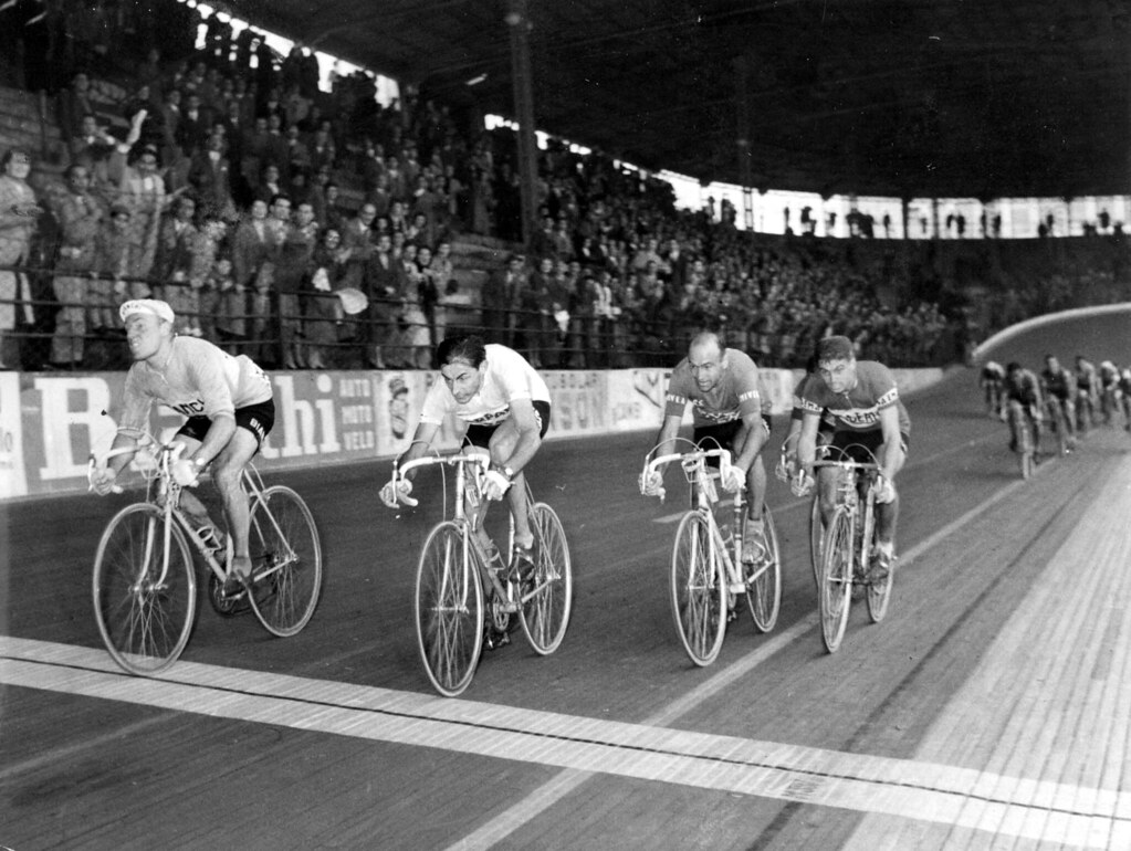 Giro Lombardia 1956 Darrigade davanti a Coppi