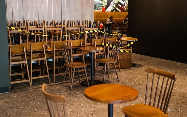 코로나로 테이블 갯수를 정리한 스타벅스