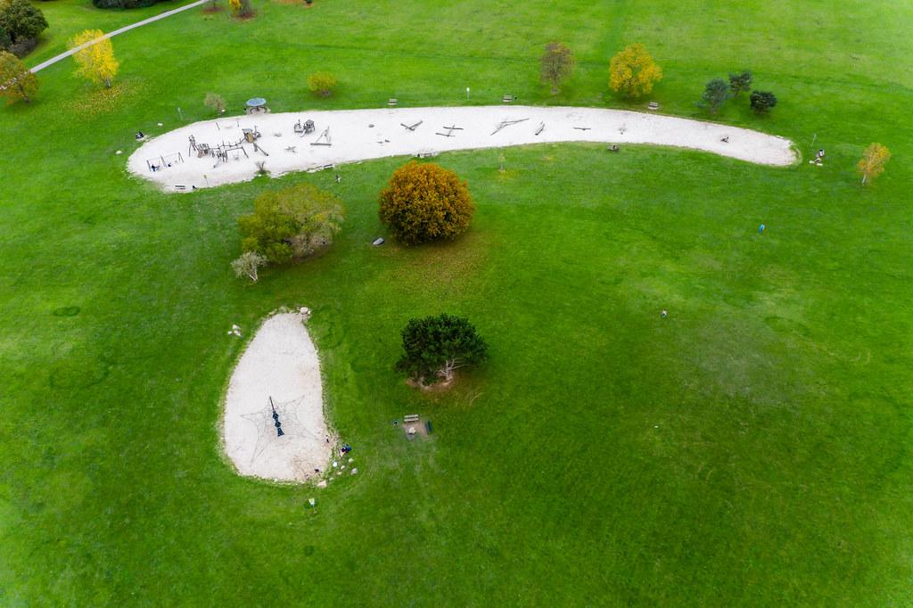 Abenteuerspielplatz im Park des Forstbotanischen Gartens in Köln aus der Vogelpersepektive