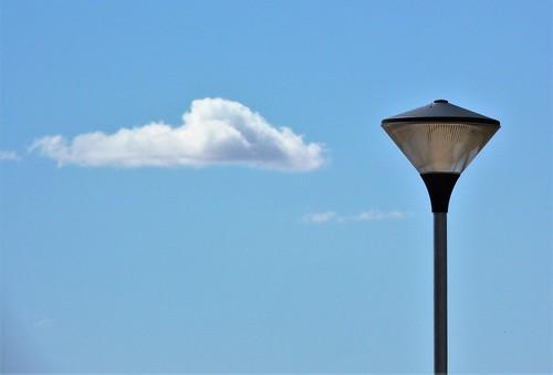 farola con nube.