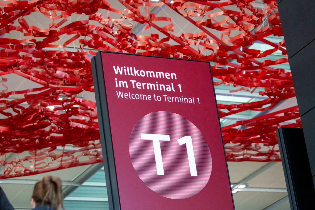 Flughafen BER: Schild