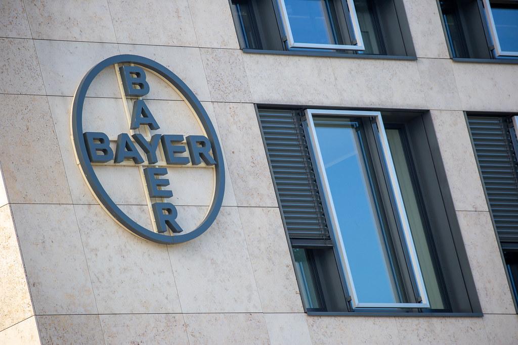 Das Bayer Logo am ²BAC Gebäude am Flughafen BER. Konzern mit Schwerpunkt Chemie und Pharma