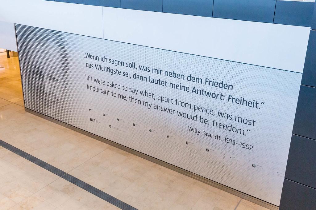 Zitat vom ehemaligen Bundeskanzler Willy Brandt zum Thema Frieden und Freiheit am Flughafen BER