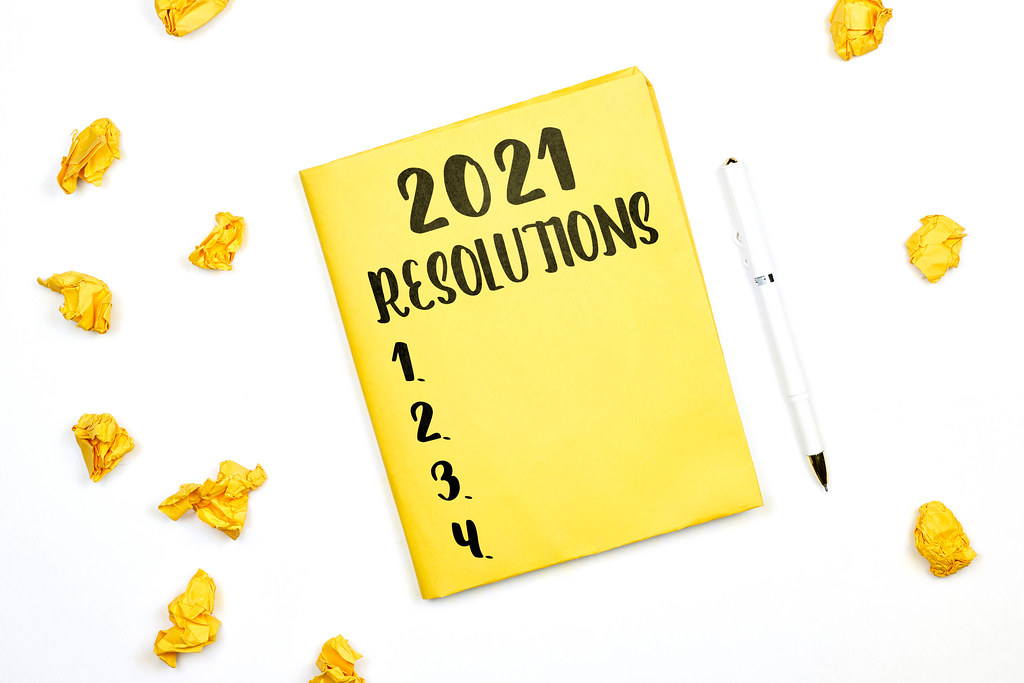 2021 New year's resolutions text on yellow notepad