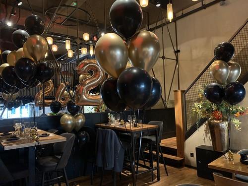 Tafedecoratie 6ballonnen Cafe in the City Rotterdam
