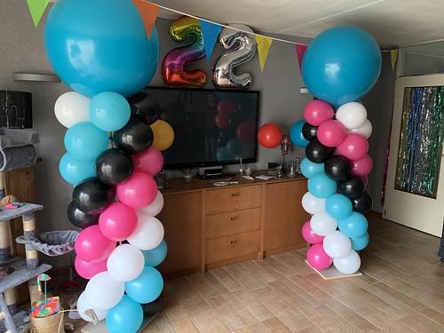 Ballonpilaar Breed Rond Verjaardag 22 Jaar Quicy Voorhout