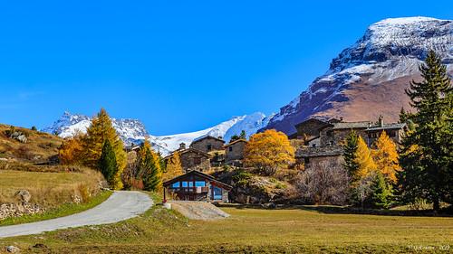 Le village aux couleurs d'automne (Savoie 10/2019)