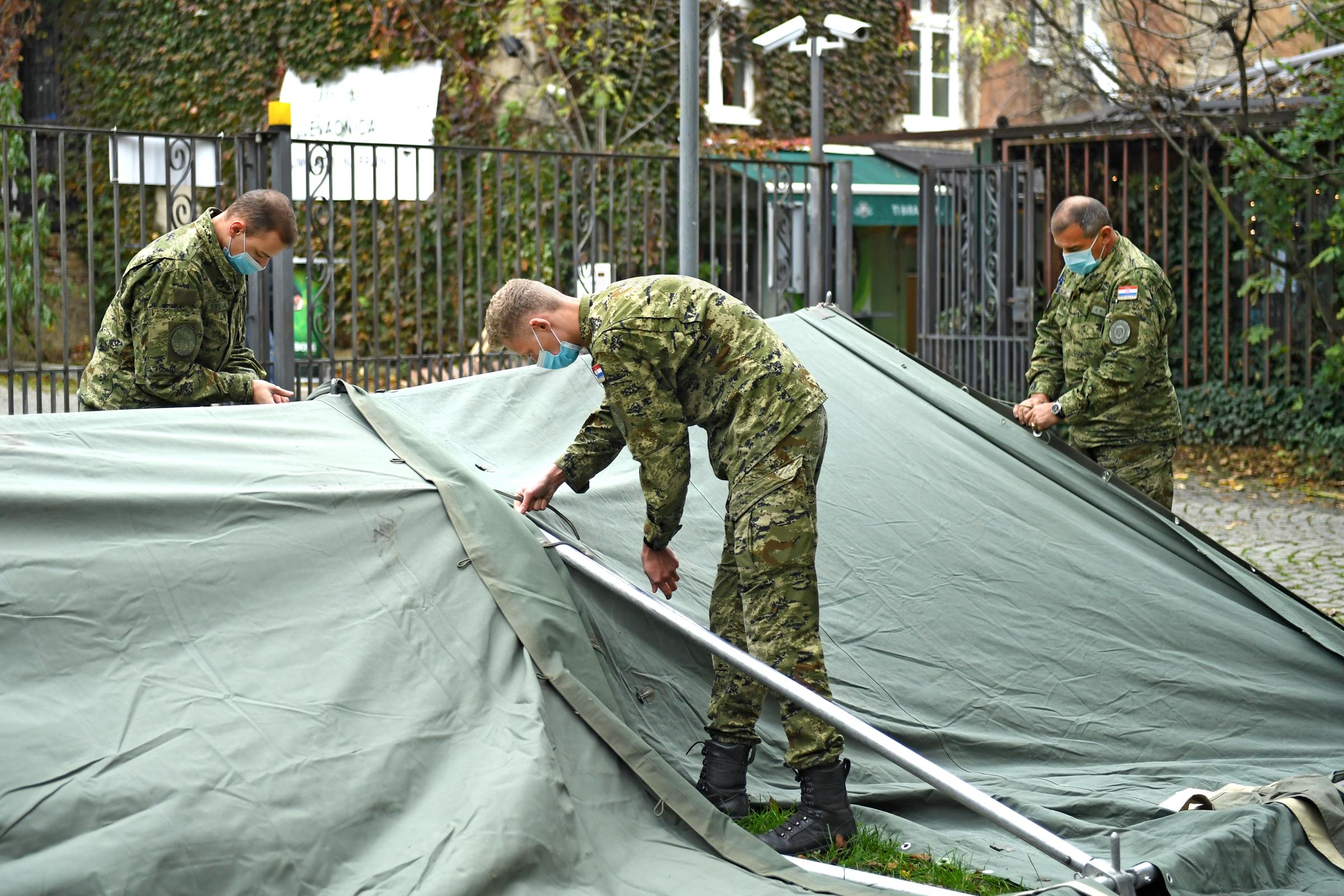 Šatori Hrvatske vojske kod Akademije likovnih umjetnosti