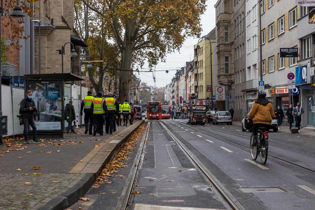 11.11.2020 - Karnevals-Auftakt in Corona-Zeit: die Zülpicher Straße in Köln ohne feiernde Menschen