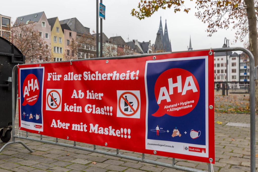 Maskenpflicht, Abstandsregeln, Glasverbot: 11.11.2020, Karneval in der Corona-Zeit in Köln
