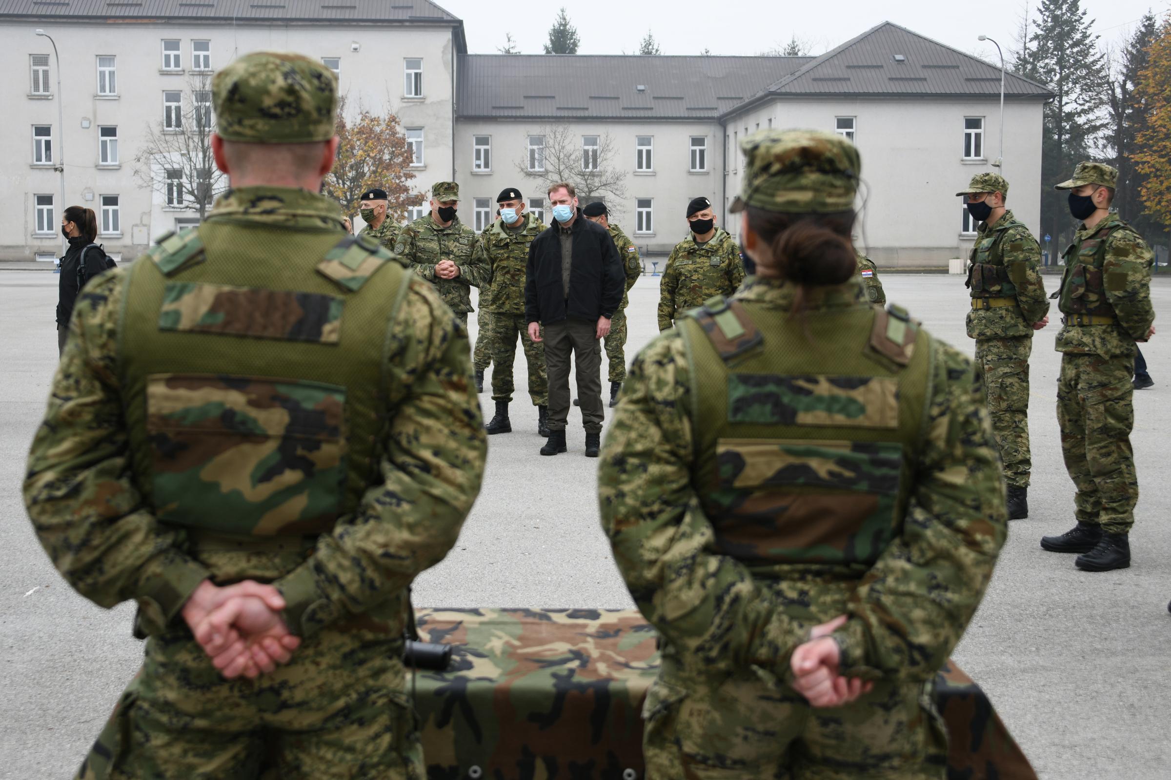 Ministar obrane Mario Banožić s dragovoljnim ročnicima u Požegi