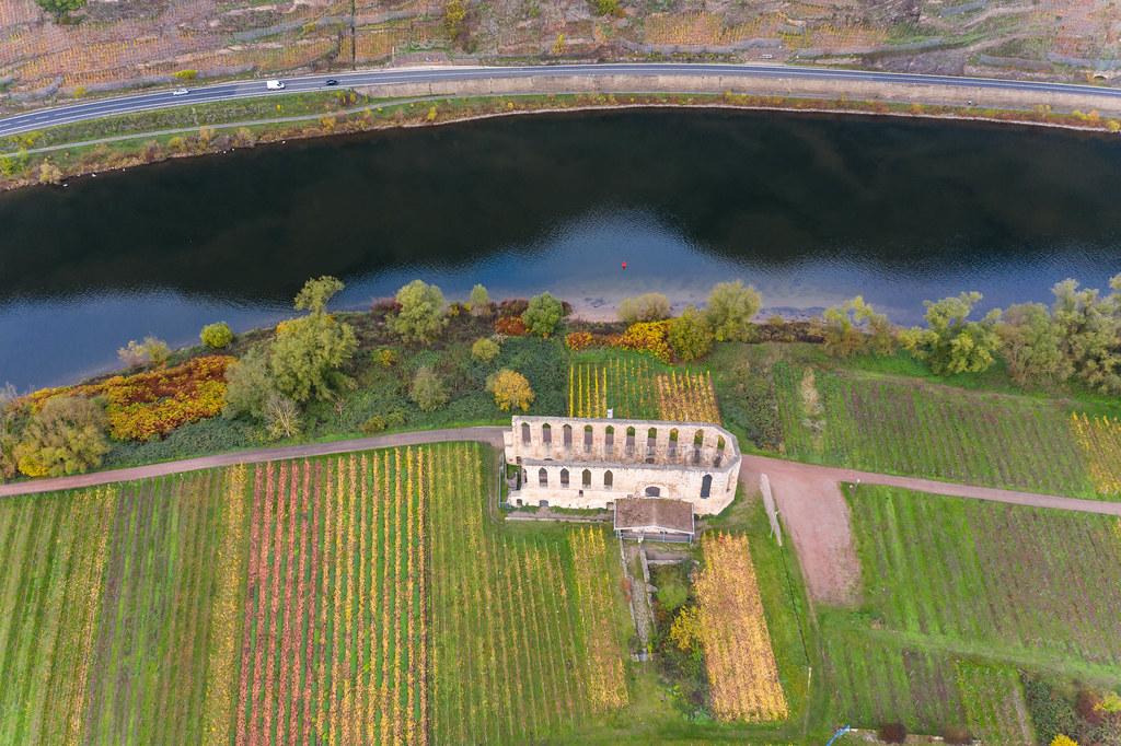 Ruine des ehemaligen Augustiner-Chorfrauen-Stift Kloster Stuben am Fluss Mosel in der Nähe der Stadt Bremm in Deutschland