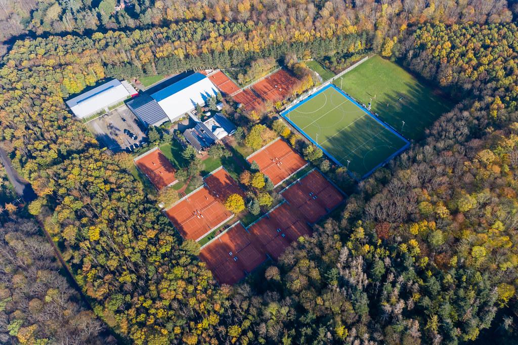 Marienburger Sport-Club 1920 e.V. mit vielen Tennisplätzen und Fußballplätzen im Forstbotanischen Garten und Friedenswald in Köln aus der Luft fotografiert
