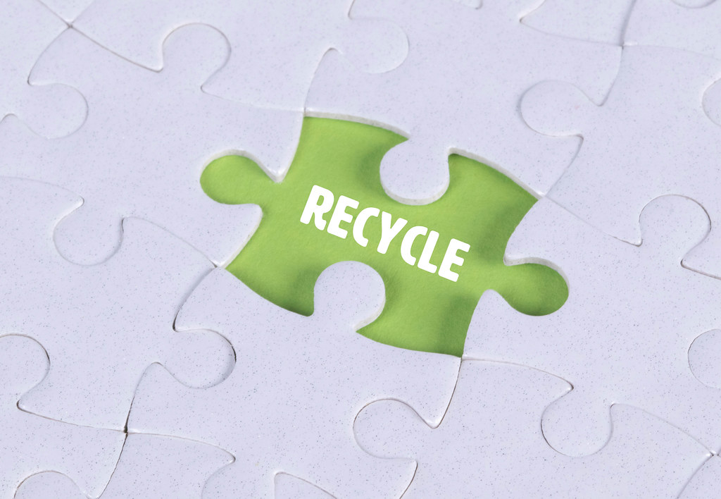 Missing puzzle piece with Recycle text