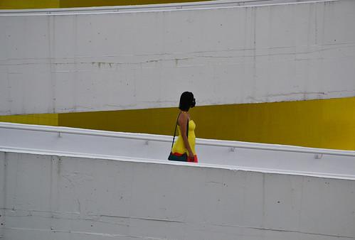 Através do Branco e do Amarelo (Through White and Yellow)