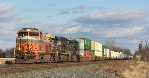 21Z being led by NS No. 8105 Interstate/Creamsicle mp 391 near Wawaka Indiana