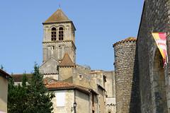 3427 Château d'Harcourt et Eglise Saint-Pierre