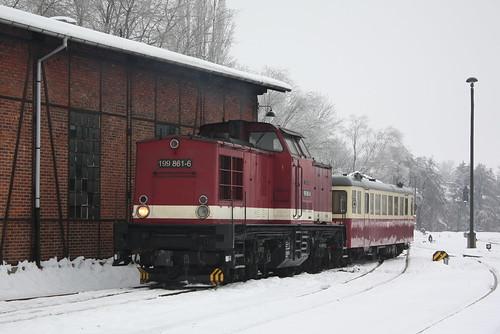 HSB: Diesellok 199 861-6 und Triebwagen 187 012-0 in Wernigerode Westerntor