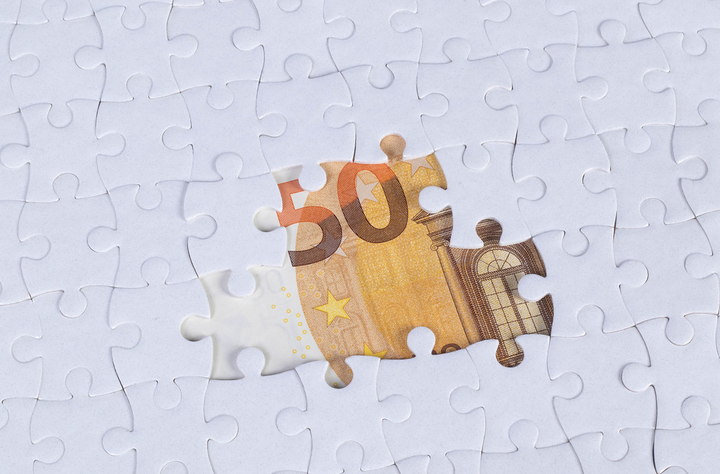Missing jigsaw puzzle pieces on 50 Euro money