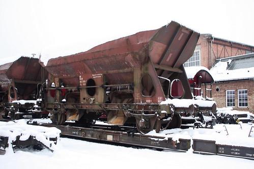 HSB: Normalspuriger Schotterwagen auf Rollwagen in Wernigerode Westerntor