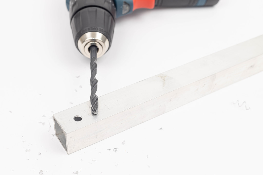 Aluminum Bar with drilled hole for screw mounting