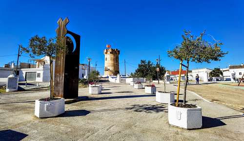 La torre y las cuevas y sus chimeneas o respiraderos de Paterna, un paisaje de gran interés y valor social e histórico-artístico.