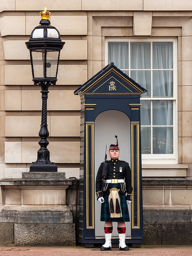 Buckingham Palace Queen's Guard in Kilt At Sentry Box - London