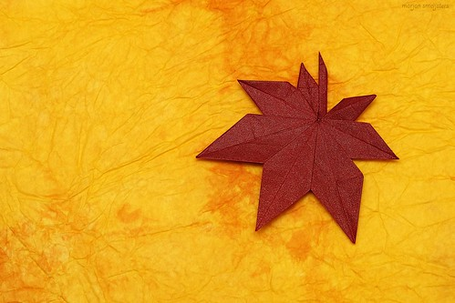 Origami Maple Leaf (Kasumi Seishi)