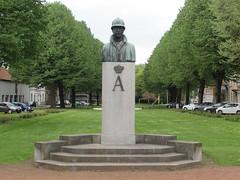 Tournai: Place Crombez (Hainaut)