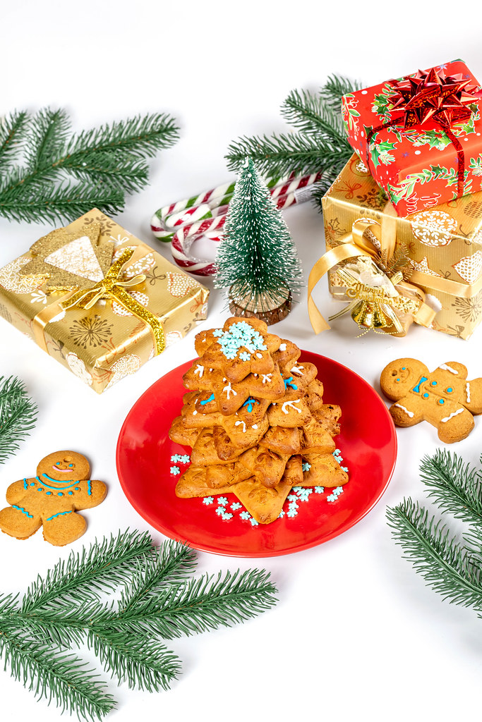 Gingerbread christmas tree with gifts, christmas preparation concept