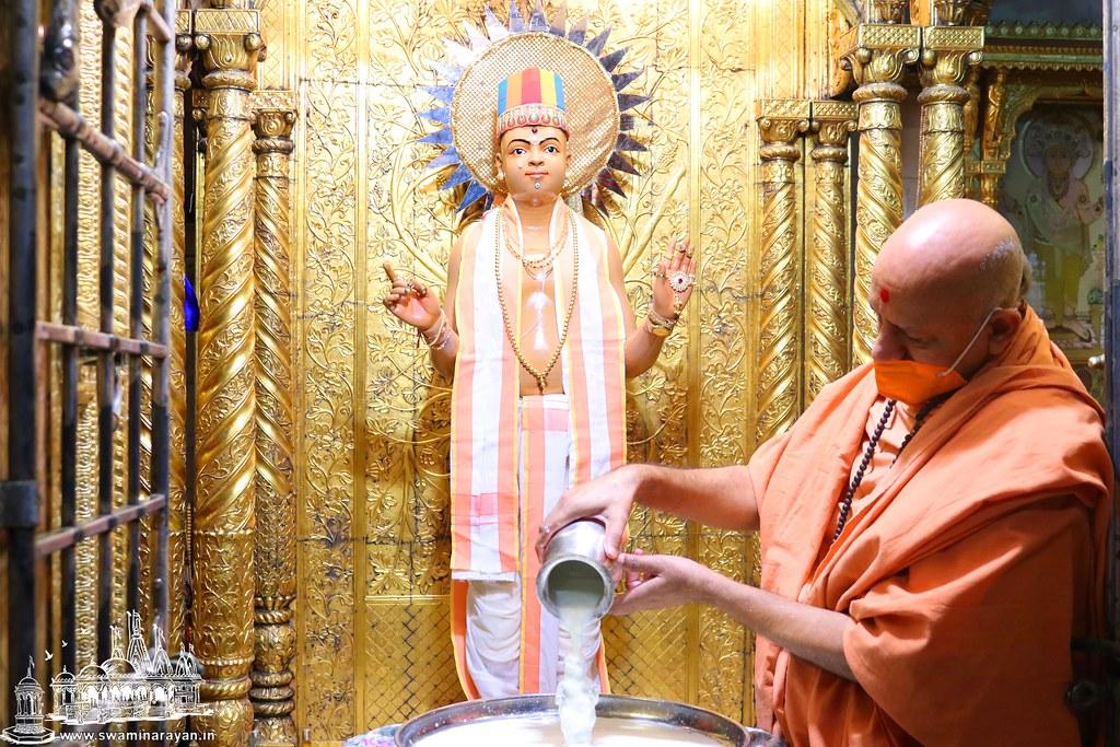 Rangmahol Ghanshyam Maharaj Patotsav - Kalupur Mandir