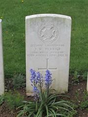 Achiet-le-Grand: Achiet-le-Grand Communal Cemetery Extension (Pas-de-Calais)