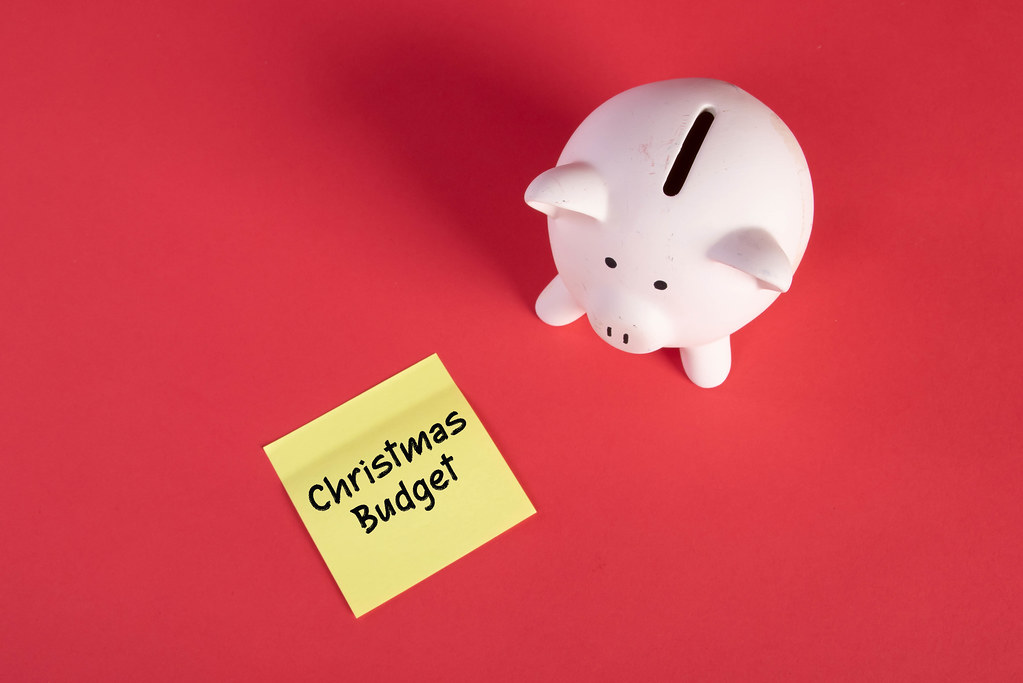 Piggy bank and sticky note with Christmas Budget text