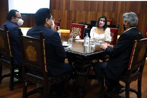 El presidente Francisco Sagasti sostuvo una reunión con los  congresistas Arlette Contreras y Rennán Espinoza (No agrupados).