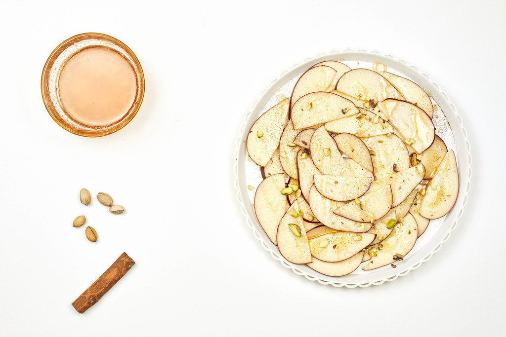 Apple slices, pistachios, cinnamon and honey mixture