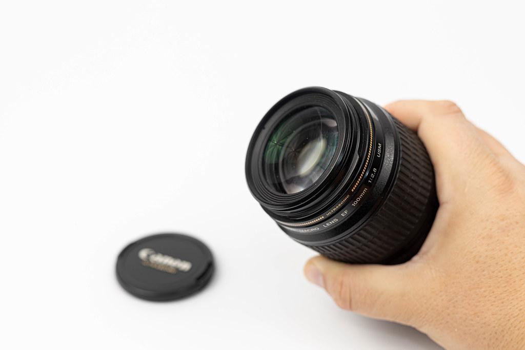 Canon L Lens with 100 milimeters range Macro