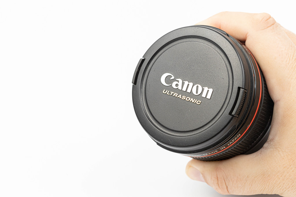 Canon L Lens with 24-105 milimeters range with copy space