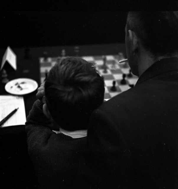 Photo:15-03 Oct 26 - Nov 15 1958 V&D simultaantoernee geleen?closeup player and son By blacque_jacques