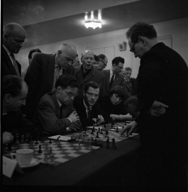 Photo:15-08  Oct 26 - Nov 15 1958 V&D simultaantoernee geleen?Mikhail Botvinnik 3 By blacque_jacques