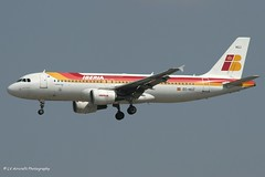 EC-HUJ_A320_Iberia_- - Photo of Étiolles