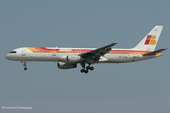 EC-HDU_B752_Iberia_- - Photo of Étiolles