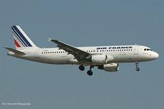 F-GKXK_A320_Air France_old cs - Photo of Ris-Orangis
